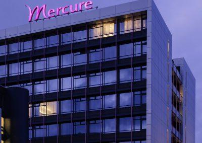 MERCURE HOTEL GRONINGEN MARTINIPLAZA Gebouw bij nacht